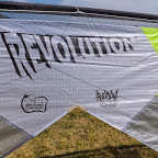 ライン4本=Revolution